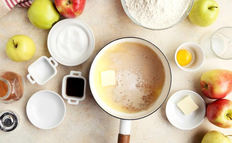 Рецепт булочек с яблоком и корицей
