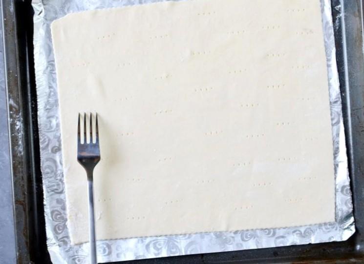 Быстрый пирог из слоёного теста - шаг 1