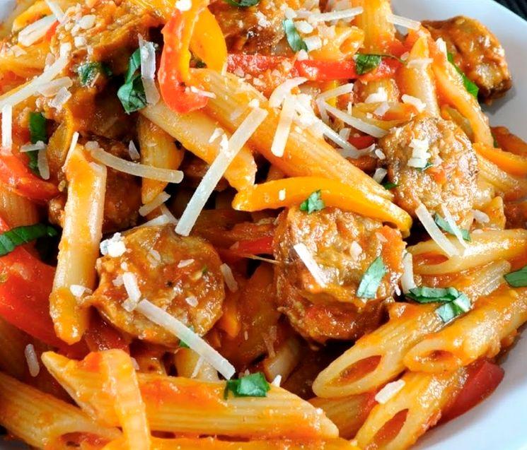 Очень вкусное блюдо из макарон и сосисок
