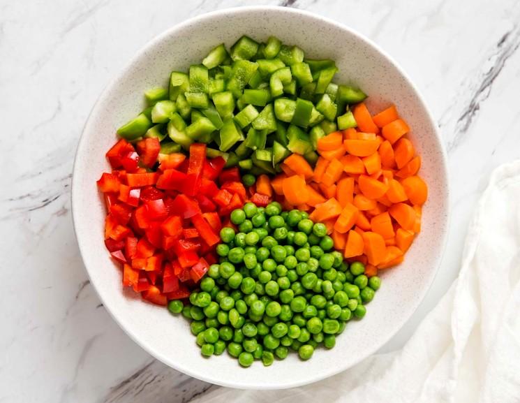 Ингредиенты для приготовления риса с овощами