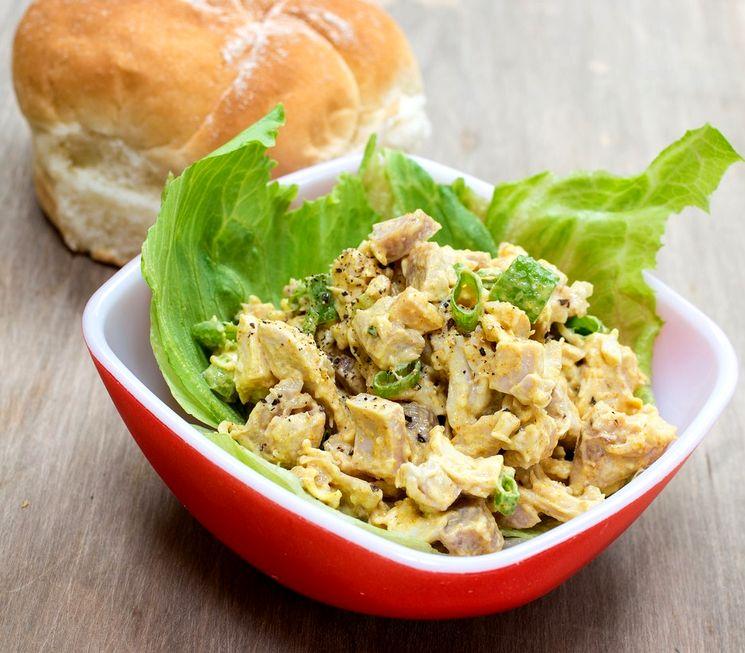 Вкусный салат с грецкими орехами и куриной грудкой