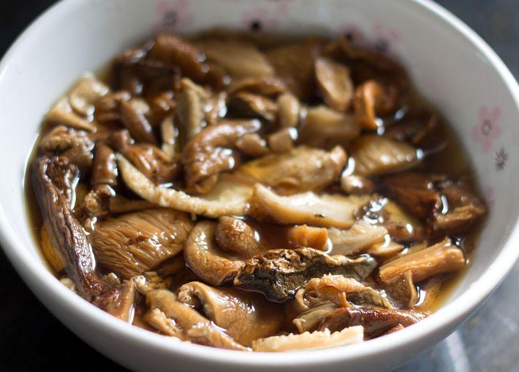 Готовим суп из сушеных грибов