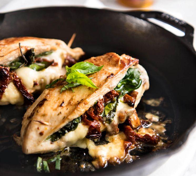 Куриная грудка с овощами и сыром