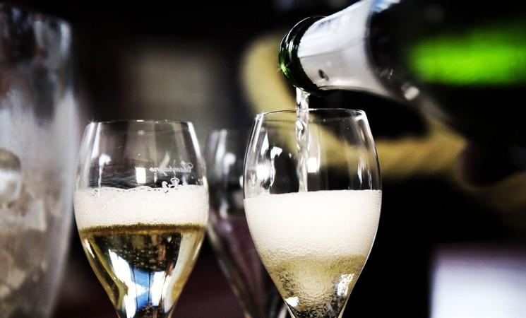 Как подавать шампанское?