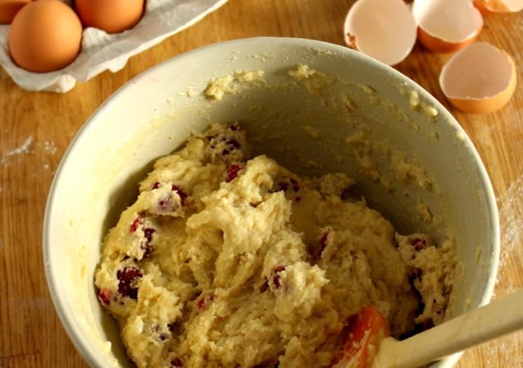 Как приготовить пирог с малиной - шаг 2