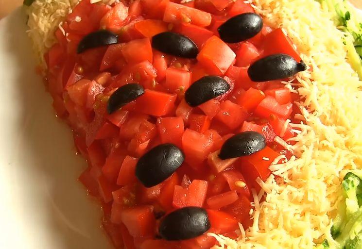 Вкусный салат с курятиной и сыром Арбузная долька