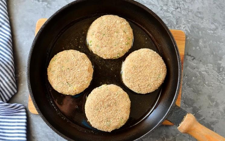 Рецепт картофельно-рыбных котлет шаг 7
