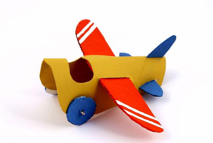 Самолетик из цветной бумаги в детский сад