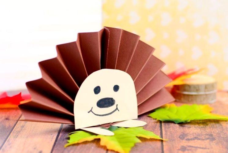 Осенний бумажный ёжик - задание в садике