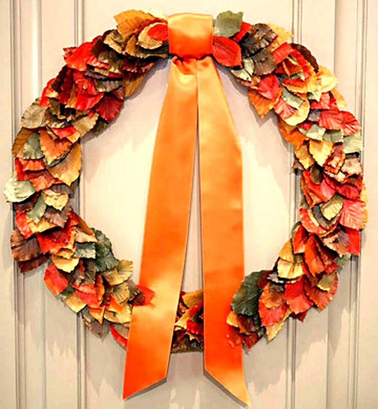 Осенний венок на двери из листьев своими руками
