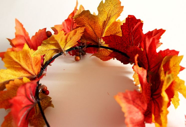 Делаем обруч из листьев