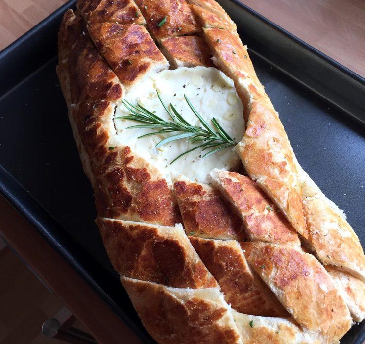 Отправляем батон с сыром в духовку