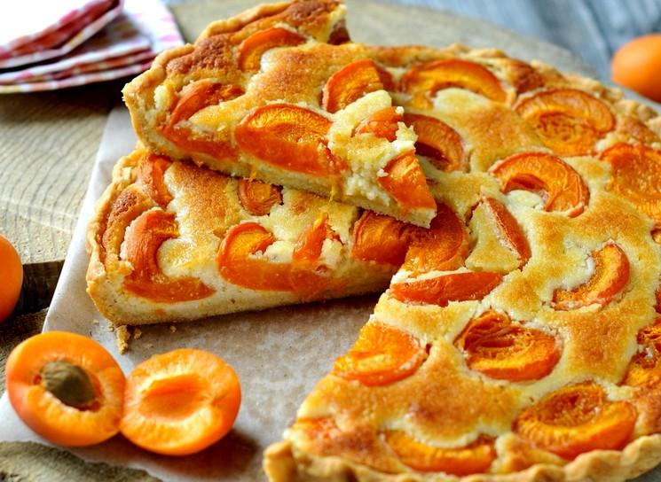 Пирог на кефире с абрикосами - пошаговый рецепт