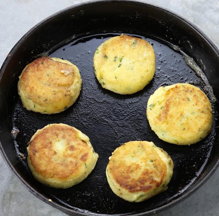 Простой рецепт приготовления картофельных котлет