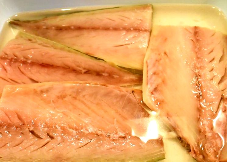 Простой рецепт соленой скумбрии
