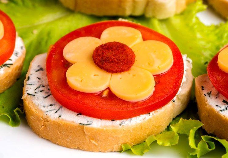 Приготовление бутербродов с цветами