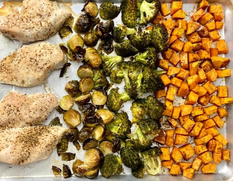 Пошаговый рецепт запечённой курятины с овощами