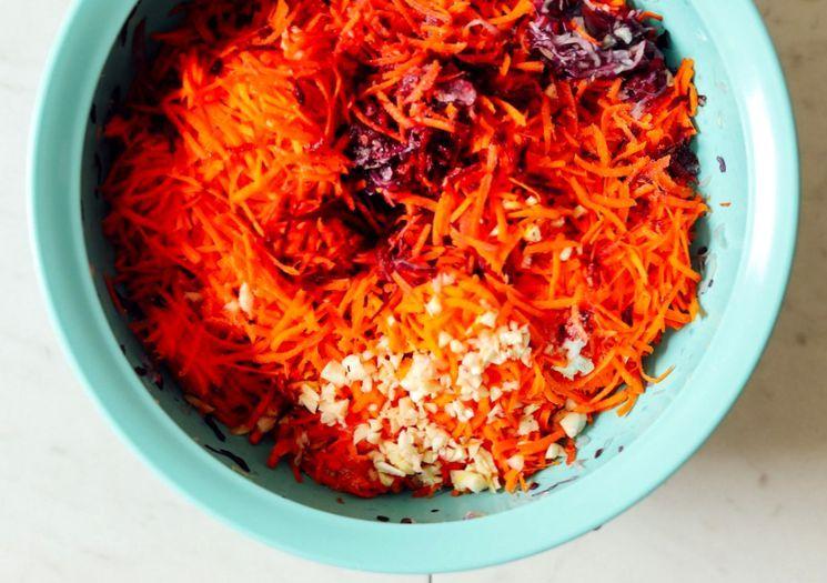 Как приготовить квашенную капусту с имбирем и свеклой?