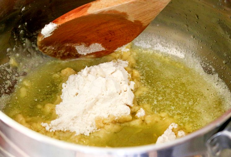 Рецепт молочной подливы из муки