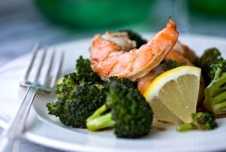 Рецепт салата с креветками и брокколи