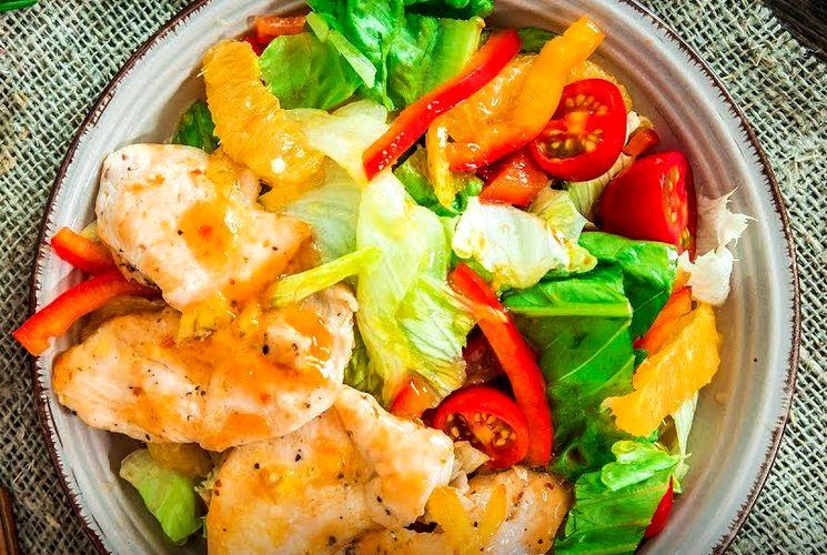 Самый простой и вкусный рецепт - салата с курицей