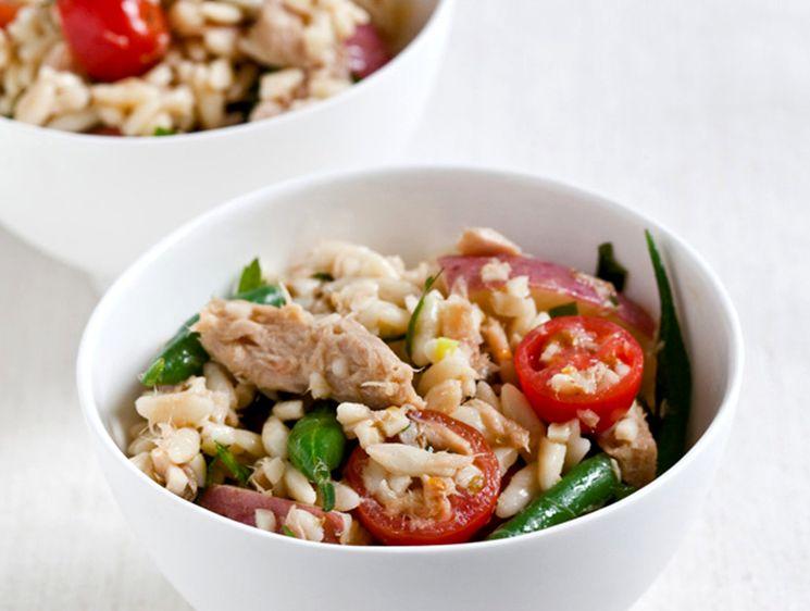 Идея вкусного салаты с фасолью и тунцом