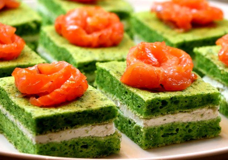 Закусочные пирожные с красной рыбой