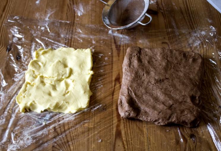 Приготовление шоколадного слоеного теста