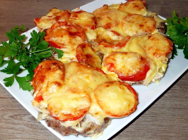 Свинина по-французски с ананасом и шампиньонами