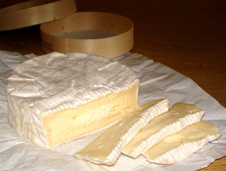 Сыр с плесенью Камамбер