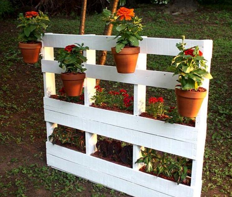 Деревянная клумба для цветов