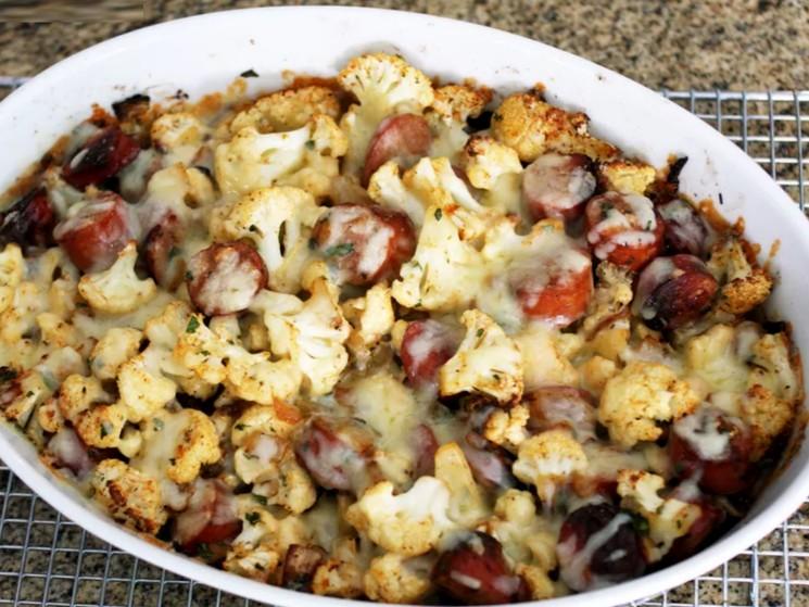 Вкусный рецепт цветной капусты с копченой колбасой и сыром
